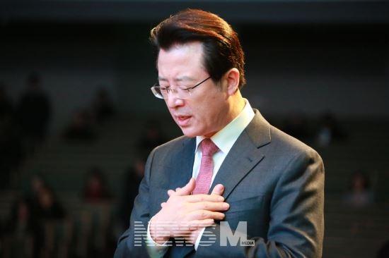 사랑의교회 오정현 목사가 발표한 사과문이 갱신위로 부터 내용과 형식에서 부족하다는 비판을 받고 있다. (사진 국민일보)